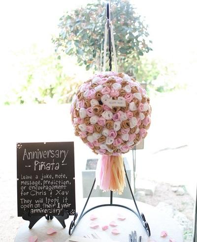 anniversary-pinata-wedding-guest-book-ideas