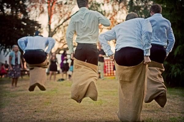 outdoor-DIY-running-wedding-reception-games